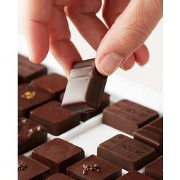 Coffret de 12 bonbons de chocolats noirs