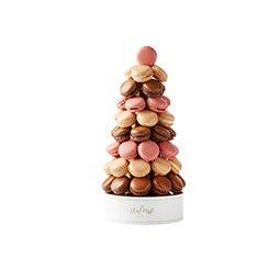 Pyramide de macarons fours assortis de 43 pièces
