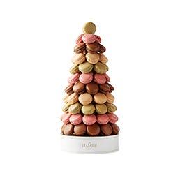 Pyramide de macarons fours assortis de 71 pièces